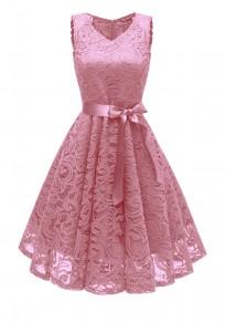 Abito A media lunghezza con fasce di pizzo drappeggiate v-collo elegante rosa
