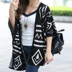 Cardigan stampa geometrica irregolare manica 3/4 spacco laterale maglia oversize nero