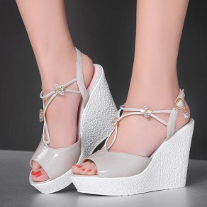 Grey Piscine Mouth Wedges Rhinestone Buckled Fashion Sandals